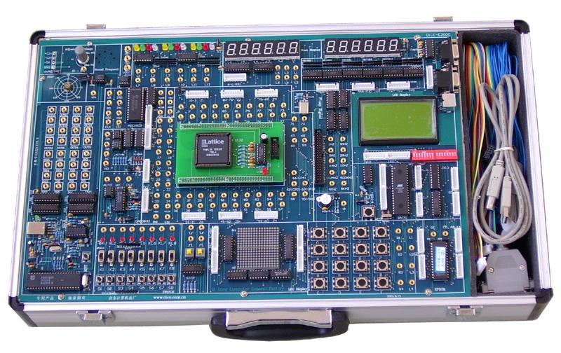 DICE-EH2000型实验开发系统 DICE-EH2000型实验开发系统是一种多功能、高配置、高品质的EDA教学与开发设备。本产品加入了专利产品电子实验演示装置,可与上位软件配合做许多有相当含量的实验,其中多数是闭环实验,形象生动,乐趣无穷,使学生在学中玩,在玩中学,学习效果明显提高。适用于各层次高等院校的EDA教学、课程设计和毕业设计,也适用于科研所项目开发。 一、产品特点 (1)该系统采用主板(基本实验系统)+适配板(下载板)的双板式结构,配置灵活,适配板可选配Altera、Lattice、X